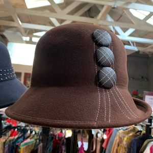NEW and Chic Brown Felt CLOCHE Hat with Buttons